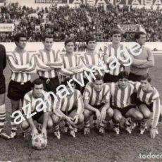 Coleccionismo deportivo: RARISIMA FOTOGRAFIA, PLANTILLA DEL C.D. LOGROÑES, TEMPORADA 1968-69, 150X105MM. Lote 96753271