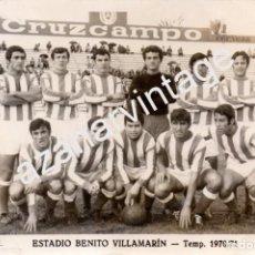 Coleccionismo deportivo: FOTOGRAFIA DEL TRIANA BALOMPIE, FILIAL DEL REAL BETIS, TEMPORADA 1970/71,180X120MM. Lote 96753383