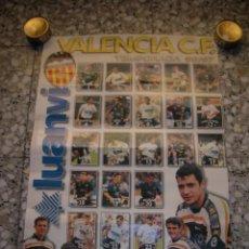 Coleccionismo deportivo: POSTER VALENCIA CLUB DE FUTBOL. CON FOTOGRAFÍAS DE LOS 21 JUGADORES. TEMPORADA 96-97. MIDE 44 X 63 C. Lote 97742303