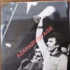 Coleccionismo deportivo: MADRID,1982, DINO ZOFF ALZANDO LA COPA DE CAMPEON DEL MUNDO, MAGNIFICA,198X230MM. Lote 98927383