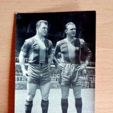Coleccionismo deportivo: HISTÓRICA FOTOGRAFIA KUBALA Y DI STEFANO LES CORTS - AÑO 1953 BARÇA FÚTBOL CULÉ . Lote 101192507