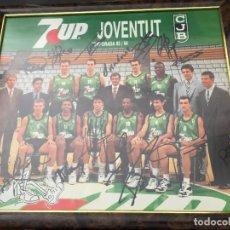 Coleccionismo deportivo: CUADRO JOVENTUT BADALONA PLANTILLA TEMPORADA 93 / 94 ORIGINAL FIRMADO POR LOS JUGADORES (38 X 34 CM). Lote 103343179