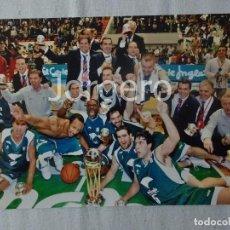 Coleccionismo deportivo: UNICAJA DE MÁLAGA BALONCESTO. CAMPEÓN COPA DEL REY 2004-2005 EN ZARAGOZA CONTRA R.MADRID. FOTO. Lote 103722923