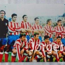 Coleccionismo deportivo: AT. MADRID. ALINEACIÓN CAMPEÓN DE LIGA 1969-1970 EN LA NOVA CREU ALTA CONTRA EL SABADELL. FOTO. Lote 182426556