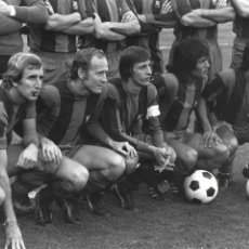 Coleccionismo deportivo: FG-245. F.C. BARCELONA. DELANTERA CAMPEONA DE LA LIGA TEMPORADA 1973-1974. Lote 103744743