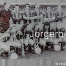 Coleccionismo deportivo: F.C. BARCELONA. ALINEACIÓN PARTIDO DE LIGA 1973-1974 EN EL CAMP NOU CONTRA EL MURCIA. FOTO. Lote 103882815