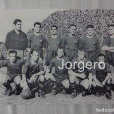 Coleccionismo deportivo: F.C. BARCELONA. ALINEACIÓN PARTIDO DE LIGA 1951-1952 EN EL TORRERO CONTRA EL ZARAGOZA. FOTO. Lote 103882939