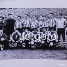 Coleccionismo deportivo: ATH. BILBAO. ALINEACIÓN CAMPEÓN C. GENERALÍSIMO 1957-1958 EN EL BERNABÉU CONTRA R. MADRID. FOTO. Lote 246104770
