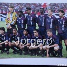 Coleccionismo deportivo: AJAX DE AMSTERDAM. ALINEACIÓN GANADOR CHAMPIONS 1994-1995 EN VIENA CONTRA EL MILÁN. FOTO. Lote 178280567