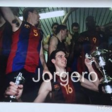Coleccionismo deportivo: F.C. BARCELONA BALONCESTO. CAMPEÓN COPA DEL REY 2000-2001 EN MÁLAGA CONTRA R. MADRID. FOTO. Lote 107192347