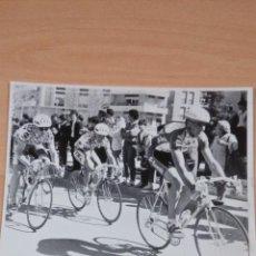 Coleccionismo deportivo: FOTO ORIGINAL INDURAIN ETAPA VUELTA A MURCIA AÑOS 90 - - TAMAÑO 24X18 . Lote 107237991