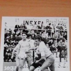 Coleccionismo deportivo: FOTO ORIGINAL PARTIDO ORIHUELA C F EN SEGUNDA DIVISION AÑOS 90 - JUGADOR LATORRE - TAMAÑO 24X18. Lote 107238167
