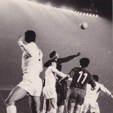 Coleccionismo deportivo: BARÇA: FOTO DE 1960-61. COPA DE EUROPA, PARTIDO BARÇA-REAL MADRID. Lote 107274235