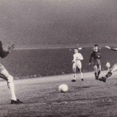 Coleccionismo deportivo: BARÇA: FOTO DE 1960-61. COPA DE EUROPA: PARTIDO BARÇA-REAL MADRID. Lote 107274455