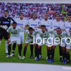 Coleccionismo deportivo: SEVILLA F.C. ALINEACIÓN CAMPEÓN COPA UEFA 2005-2006 EN EINDHOVEN CONTRA MIDDLESBROUGH. FOTO. Lote 107281947
