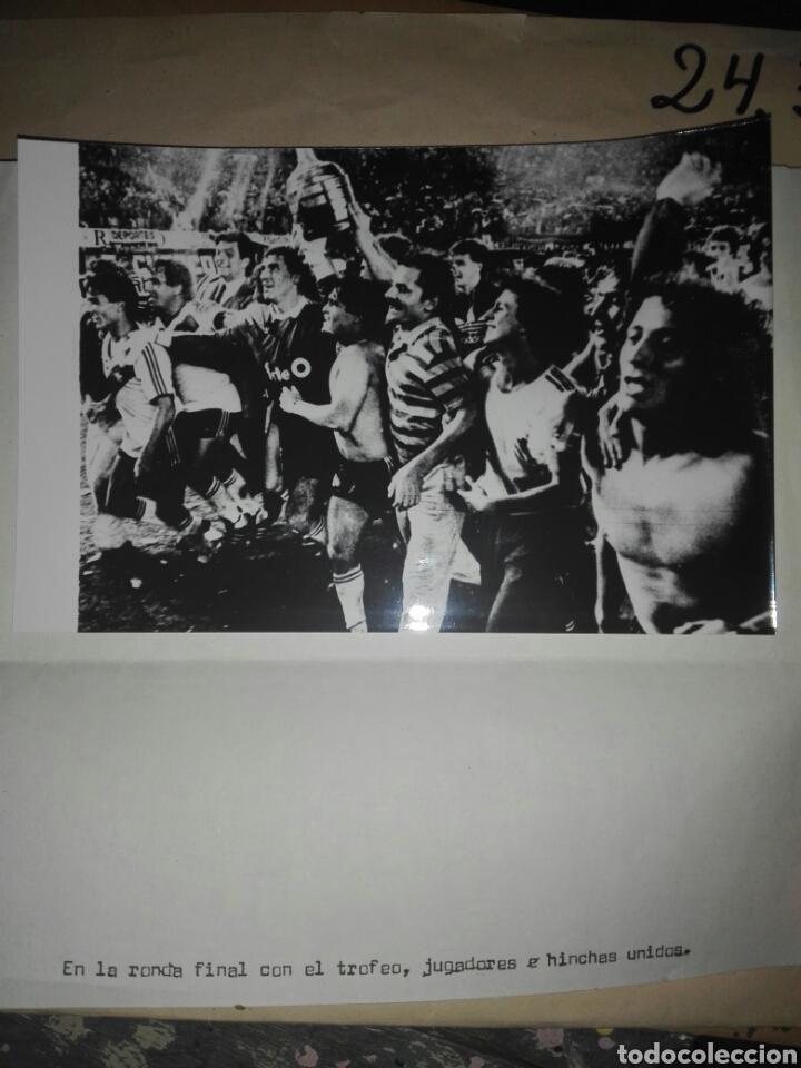 Coleccionismo deportivo: Fotografías originales pertenecientes a un archivo periodístico. River plate argentino Libertadores - Foto 4 - 107663018