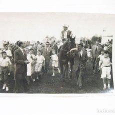 Coleccionismo deportivo: FOTOGRAFIA ORIGINAL DE PRINCIPIOS DEL SIGLO XX DE UNA CARRERA DE CABALLOS EN EL HIPÓDROMO DE MADRID. Lote 108455239