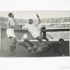 Coleccionismo deportivo: FOTOGRAFIA ORIGINAL DE PRINCIPIOS DEL SIGLO XX DE UN PARTIDO DE FUTBOL EN MADRID - REAL ATLETICO. Lote 108455607