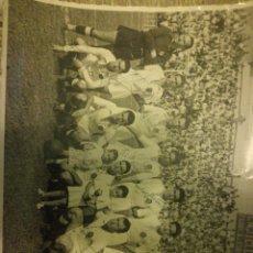Coleccionismo deportivo: FOTO ANTIGUA FIRMADA DEL CLUB DE FÚTBOL DEL VALENCIA AÑO 1940 . Lote 109466875