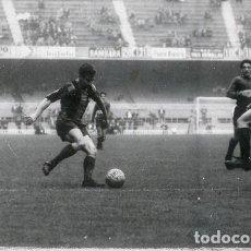 Coleccionismo deportivo: FOTO(20 X 15)(1-12-63)AMISTOSO CAMP NOU BARÇA 1 BOCA JUNIORS 2-ZABALLA ATACA ANTE SILVEIRA. Lote 110247323