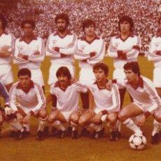 Coleccionismo deportivo: SEVILLA CF: FOTOGRAFÍA DE UN EQUIPO DE LOS AÑOS 80. Lote 110412715