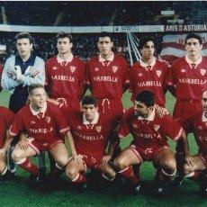 Coleccionismo deportivo: SEVILLA CF: FOTOGRAFÍA DE UN EQUIPO DE LOS AÑOS 90. Lote 110412771