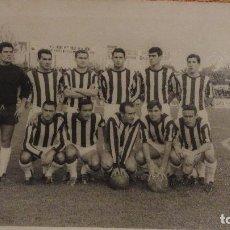 Collectionnisme sportif: ANTIGUA FOTOGRAFIA.C.D BADAJOZ.FUTBOL.TEMPORADA 1965-1966 FOTO TINOCO. Lote 111059095