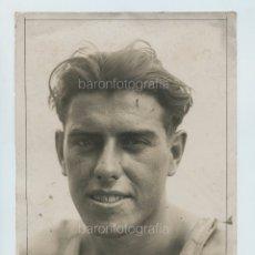 Coleccionismo deportivo: RICARDO BRULL, NADADOR Y WATERPOLISTA, 1930'S. FOTO: GABRIEL CASAS, BARCELONA. 18X24 CM. Lote 111457679
