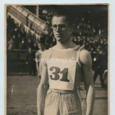 Coleccionismo deportivo: OYARBIDE, CAMPEÓN DE SALTO, 1930'S. FOTO: GABRIEL CASAS, BARCELONA. 18X24 CM.. Lote 111458619