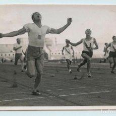 Coleccionismo deportivo: ESPAÑA, CORREDOR POR IDENTIFICAR, 1930'S. FOTO: CLARET, BARCELONA. 12X18 CM.. Lote 111459995