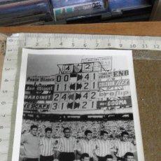 Coleccionismo deportivo: REAL BETIS BALOMPIE - COMPOSICION FOTOGRAFICA DE LOS AÑOS 70 - MARCADOR RESULTADO BETIS 4 SEVILLA 2. Lote 111526787