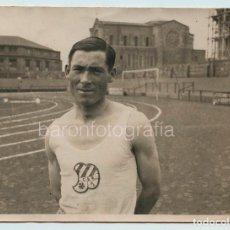 Coleccionismo deportivo: MAXIMILIANO GARCÍA, AÑO 1926. CAMPEÓN DE ESPAÑA 4X400. 11,5X15 CM.. Lote 111545315