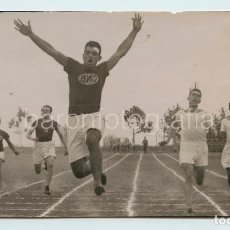 Coleccionismo deportivo: BADIAS, VENCEDOR 100 MTS. FOTO: JOAN MAYMÓ, BARCELONA. 1920-30'S. 9X15,5 CM.. Lote 111545631