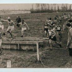 Coleccionismo deportivo: CORREDORES DE CROSS COUNTRY POR IDENTIFICAR, 1930'S. 11X16 CM.. Lote 111545675