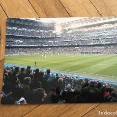 Coleccionismo deportivo: FOTO PRENSA FOTOGRAFIA ORIGINAL FUTBOL SANTIAGO BERNABEU PARTIDO REAL MADRID BARCELONA. Lote 111626403
