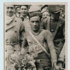 Coleccionismo deportivo: CICLISTA POR IDENTIFICAR, BARCELONA 1930'S. FOTO: SPORT. 18X24 CM.. Lote 111643783