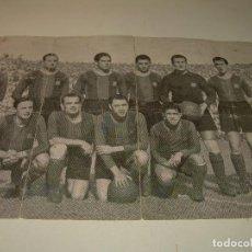 Coleccionismo deportivo: ANTIGUA FOTOGRAFIA... F.C. BARCELONA CON TODAS LAS FIRMAS DE LOS JUGADORES IMPRESAS.. Lote 112368407