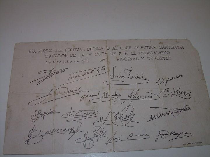 Coleccionismo deportivo: ANTIGUA FOTOGRAFIA... F.C. BARCELONA CON TODAS LAS FIRMAS DE LOS JUGADORES IMPRESAS. - Foto 2 - 112368407