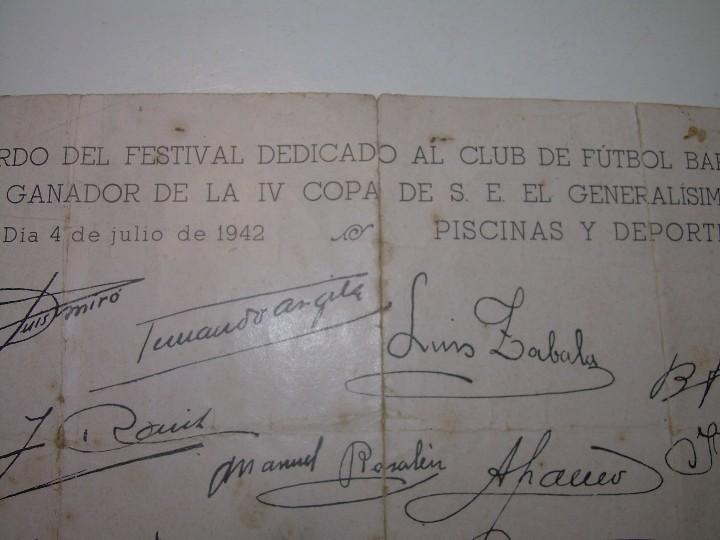 Coleccionismo deportivo: ANTIGUA FOTOGRAFIA... F.C. BARCELONA CON TODAS LAS FIRMAS DE LOS JUGADORES IMPRESAS. - Foto 3 - 112368407