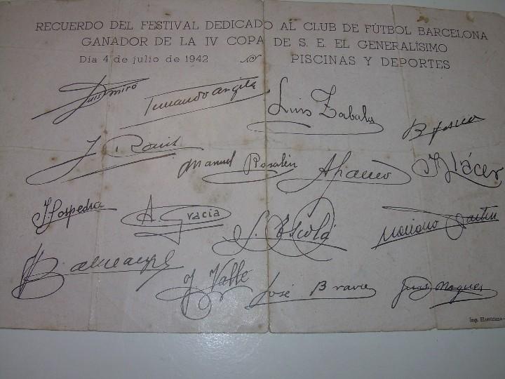 Coleccionismo deportivo: ANTIGUA FOTOGRAFIA... F.C. BARCELONA CON TODAS LAS FIRMAS DE LOS JUGADORES IMPRESAS. - Foto 4 - 112368407