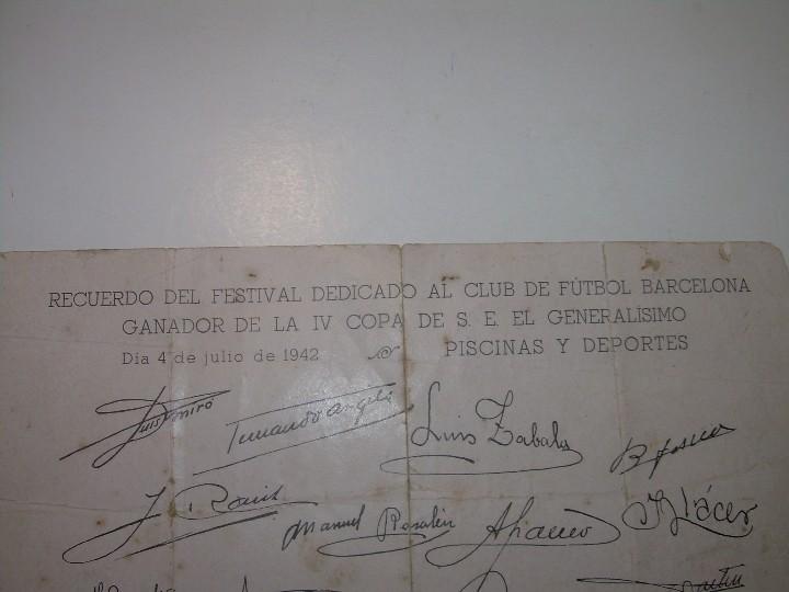 Coleccionismo deportivo: ANTIGUA FOTOGRAFIA... F.C. BARCELONA CON TODAS LAS FIRMAS DE LOS JUGADORES IMPRESAS. - Foto 5 - 112368407