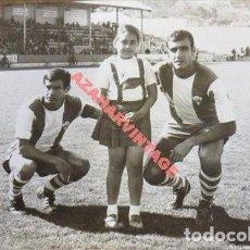 Coleccionismo deportivo: ALCOY, 1968, JUGADORES DEL ALCOYANO, RAFAELIN Y SIMON, FOT.VALERO,178X128MM. Lote 112872151