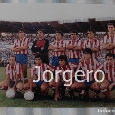 Coleccionismo deportivo: AT. MADRID. ALINEACIÓN FINALISTA COPA DEL REY 1986-1987 EN LA ROMAREDA CONTRA R. SOCIEDAD. FOTO. Lote 113216131