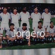 Coleccionismo deportivo: AC MILÁN. ALINEACIÓN CAMPEÓN CHAMPIONS 1993-1994 EN ATENAS CONTRA EL BARCELONA. FOTO. Lote 113216151