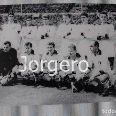 Coleccionismo deportivo: AC MILÁN. ALINEACIÓN CAMPEÓN COPA DE EUROPA 1962-1963 EN WEMBLEY CONTRA EL BENFICA. FOTO. Lote 113216159