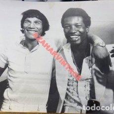 Coleccionismo deportivo: MONACO,1977, BOXEO, CARLOS MONZON Y RODRIGO VALDES, PESOS MEDIOS, 240X180MM. Lote 113223607