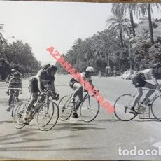 Coleccionismo deportivo: SEVILLA, AÑOS 70, CARRERA CICLISTA, AVENIDA DE LA PALMERA, 178X128MM. Lote 113249467