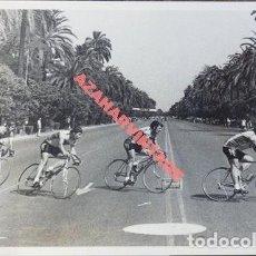Coleccionismo deportivo: SEVILLA, AÑOS 70, CARRERA CICLISTA, AVENIDA DE LA PALMERA, 178X128MM. Lote 113249831