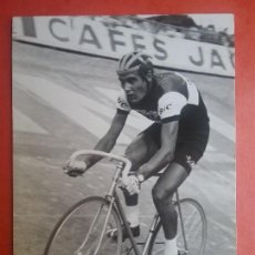 Coleccionismo deportivo: LUIS OCAÑA FOTOGRAFIA CICLISTA EQUIPO BIC PISTA VELÓDROMO AÑOS '70 CICLISMO. Lote 113262823