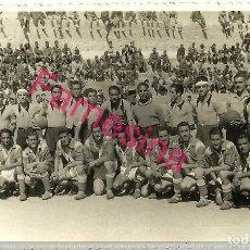 Coleccionismo deportivo: FOTOGRAFIA ORIGINAL DE 1943 DE FUTBOL ,REGULARES INFANTERIA Nº7 CONTRA REGIMIENTO Nº6 VILLA SANJURJO. Lote 113310395